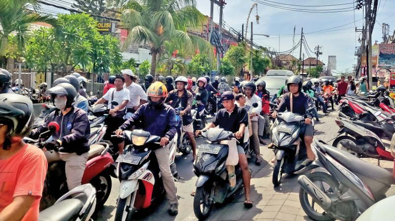 Jammed roads - renting a scooter in bali